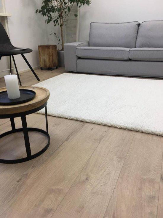 wit hoogpolig vloerkleed