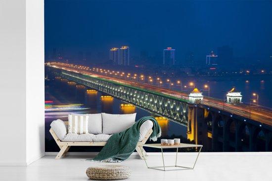 Fotobehang vinyl - Verlichting van de brug in Wuhan breedte 360 cm x hoogte 240 cm - Foto print op behang (in 7 formaten beschikbaar)