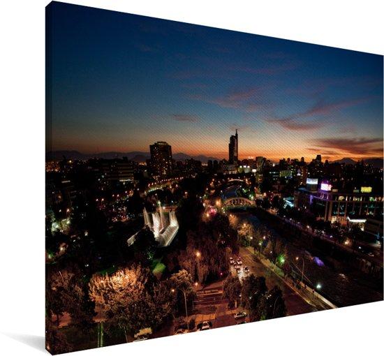Kleurrijke lucht in de nacht boven Santiago in Chili Canvas 60x40 cm - Foto print op Canvas schilderij (Wanddecoratie woonkamer / slaapkamer)