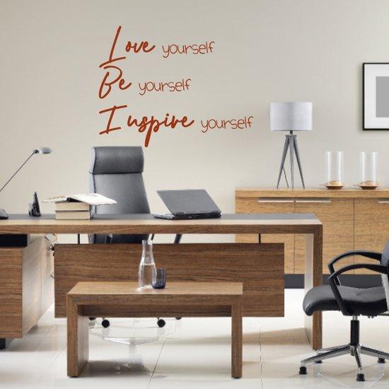 Muursticker Love Be Inspire -  Bruin -  60 x 47 cm  - Muursticker4Sale