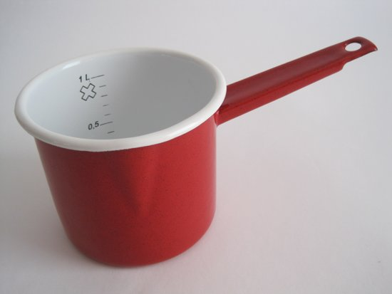 Emaille steelpan met maataanduiding en schenktuitje -  Ø 12 cm - 1 liter -  rood gespikkeld