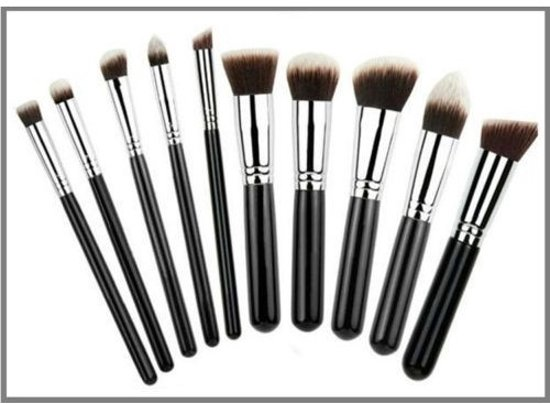 Foto van Professionele kwasten Zwart-Zilver - 10 delig - Make-up Kwastenset nu met Bdoc blender