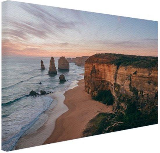 FotoCadeau.nl - Foto van strand met klif Canvas 80x60 cm - Foto print op Canvas schilderij (Wanddecoratie)