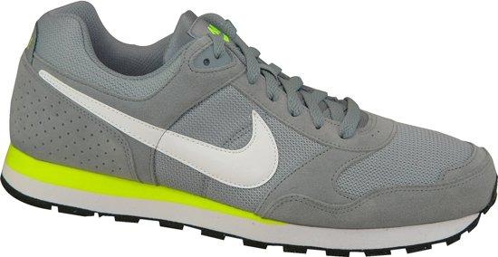 f7603ba4ff9 bol.com | Nike MD Runner Suede - Sneakers - Heren - Maat 42 - grijs ...