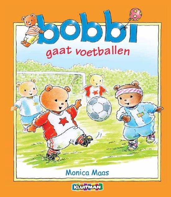 Bobbi 16 - Bobbi gaat voetballen