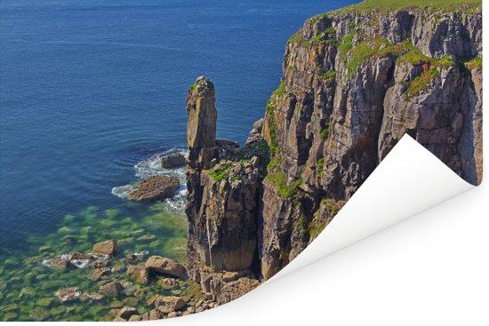 Knalblauwe zee bij het Nationaal Park Pembrokeshire Coast in Wales Poster 90x60 cm - Foto print op Poster (wanddecoratie woonkamer / slaapkamer)