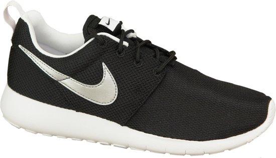 Nike Roshe One (GS) Sportschoenen - Maat 36.5 - Unisex - zwart/zilver