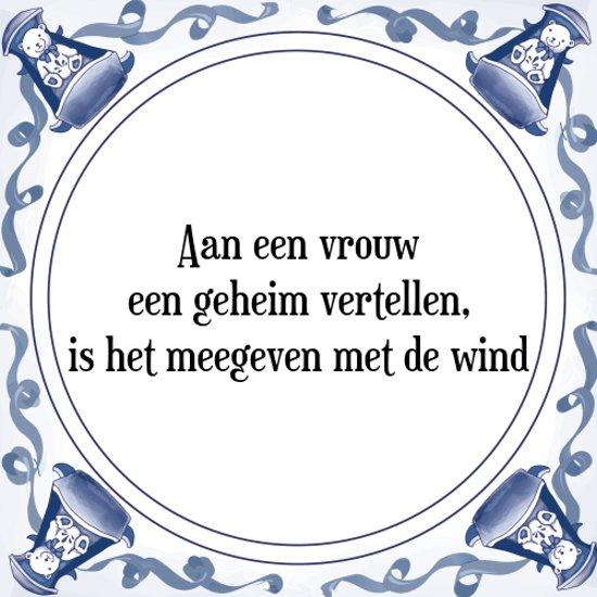 Tegeltje met Spreuk (Tegeltjeswijsheid): Aan een vrouw een geheim vertellen, is het meegeven met de wind + Kado verpakking & Plakhanger