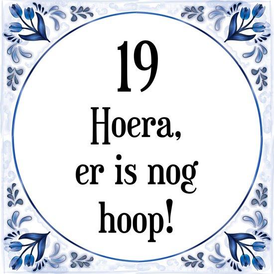 verjaardag 19 jaar bol.| Verjaardag Tegeltje met Spreuk (19 jaar: Hoera! Er is  verjaardag 19 jaar