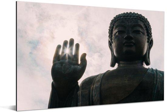 Zonnestralen door de vingers van de Tian Tan Boeddha in Japan Aluminium 180x120 cm - Foto print op Aluminium (metaal wanddecoratie) XXL / Groot formaat!