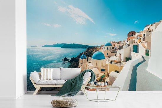 Fotobehang vinyl - Middag in Santorini Griekenland breedte 450 cm x hoogte 300 cm - Foto print op behang (in 7 formaten beschikbaar)