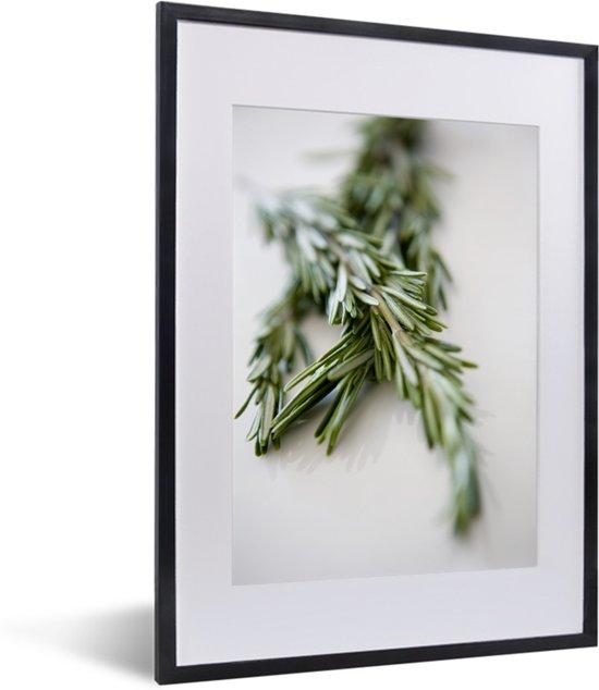 Foto in lijst - Close up twijgen van rozemarijn fotolijst zwart met witte passe-partout klein 30x40 cm - Poster in lijst (Wanddecoratie woonkamer / slaapkamer)
