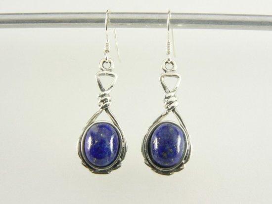 Geknoopte zilveren oorbellen met lapis lazuli