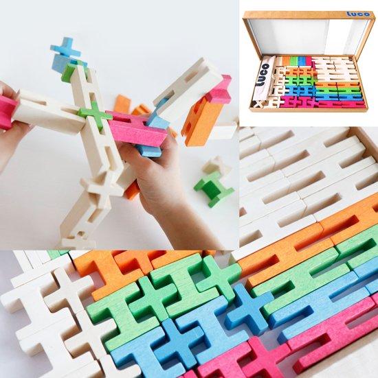 gekleurde houten blokken constructie set van lucotoys
