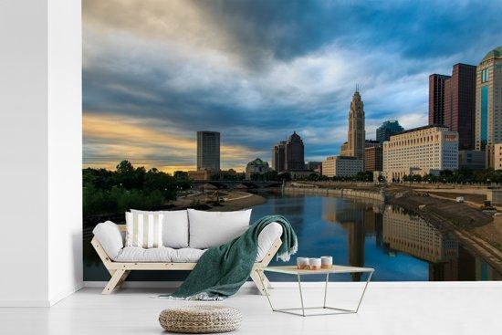 Fotobehang vinyl - Skyline van Columbus in Ohio tijdens avondschemering breedte 390 cm x hoogte 260 cm - Foto print op behang (in 7 formaten beschikbaar)