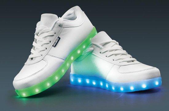 Licht schoenen kopen? Lichtgevende ledschoenen
