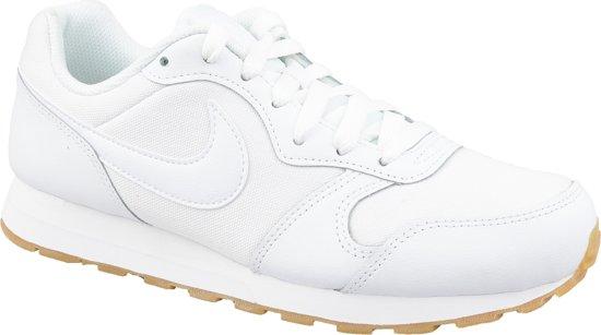 Witte Nike MD Runner 2 sneakers voor dames   Schoenen