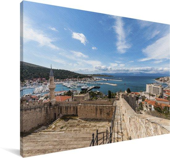 Het kasteel van Cesme in het Turkse Izmir Canvas 140x90 cm - Foto print op Canvas schilderij (Wanddecoratie woonkamer / slaapkamer)