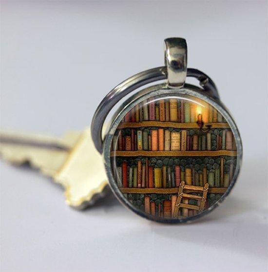Boeken sleutelhanger voor haar Valentijn geschenk boekenwurm