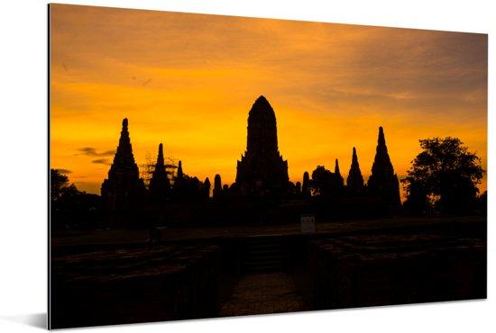 Mooie silhouet van de gebouwen in Ayutthaya Aluminium 180x120 cm - Foto print op Aluminium (metaal wanddecoratie) XXL / Groot formaat!