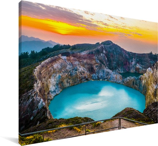 Kratermeer in het Nationaal Park Kelimutu in Indonesië Canvas 140x90 cm - Foto print op Canvas schilderij (Wanddecoratie woonkamer / slaapkamer)