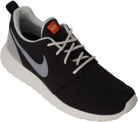 quality design dae1a 3572d Nike Roshe One Retro Sneakers Dames Sportschoenen - Maat 40 - Vrouwen -  zwartwit