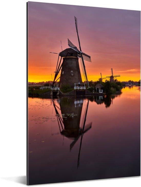 Kleurrijke hemel bij de Kinderijkse Molens in Nederland tijdens zonsondergang Aluminium 20x30 cm - klein - Foto print op Aluminium (metaal wanddecoratie)