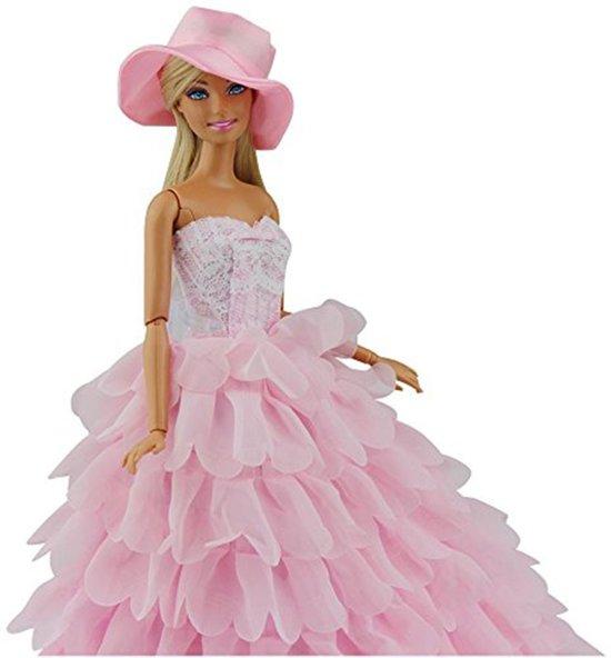 Lange roze modepoppenjurk met hoed