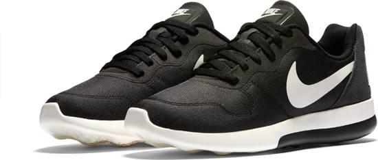 f093502a515 bol.com | Nike MD Runner 2 Low - Sportschoenen - Heren - Black/Sail ...