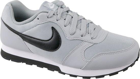 Nike MD Runner 2 (GS) Sportschoenen - Maat 39 - Unisex - grijs/zwart
