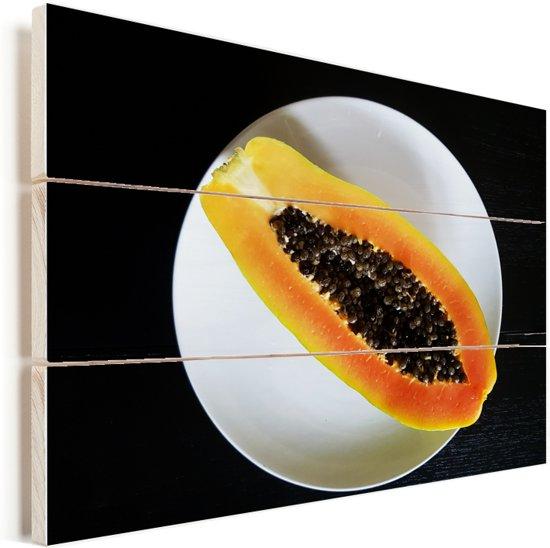 Rijpe en gesneden schitterende papaja op een wit bord Vurenhout met planken 80x60 cm - Foto print op Hout (Wanddecoratie)