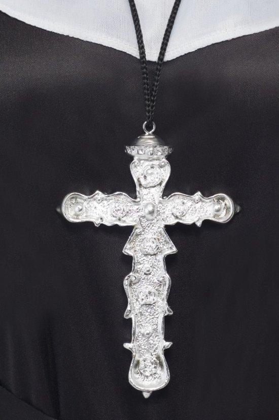 Groot zilveren kruis aan ketting