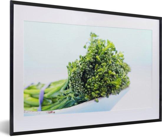 Foto in lijst - Samengebonden bladmoes in een witte schaal fotolijst zwart met witte passe-partout 60x40 cm - Poster in lijst (Wanddecoratie woonkamer / slaapkamer)