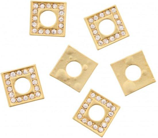6 gouden kralen met diamantjes erop.