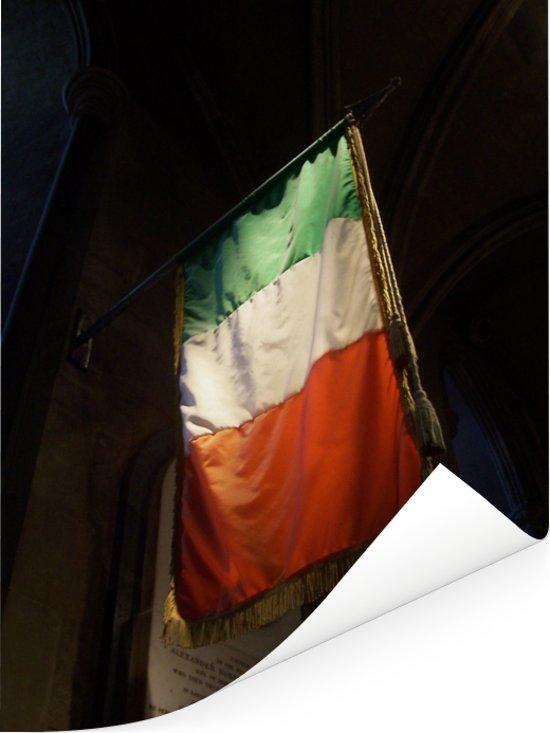 Ierse vlag bij de St Patricks kathedraal in Dublin Poster 60x80 cm - Foto print op Poster (wanddecoratie woonkamer / slaapkamer)