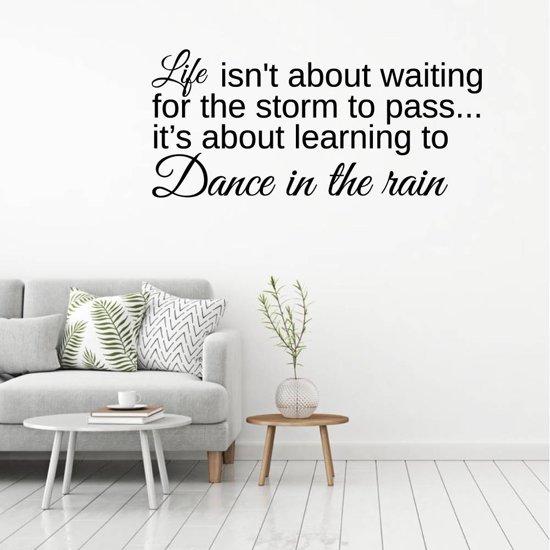 Muursticker Dance In The Rain -  Lichtbruin -  160 x 69 cm  - Muursticker4Sale