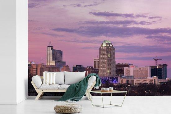 Fotobehang vinyl - Raleigh tijdens een kleurrijke schemering in de staat North Carolina breedte 360 cm x hoogte 240 cm - Foto print op behang (in 7 formaten beschikbaar)