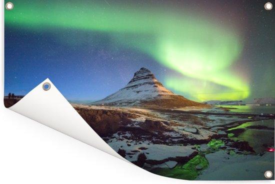 Poollicht over de Kirkjufell berg bij Snaefellsnes in Europa Tuinposter 180x120 cm - Tuindoek / Buitencanvas / Schilderijen voor buiten (tuin decoratie) XXL / Groot formaat!