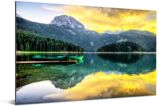 Reflectie van de zonsopkomst in het zwarte meer in het Nationaal park Durmitor Aluminium 30x20 cm - klein - Foto print op Aluminium (metaal wanddecoratie)