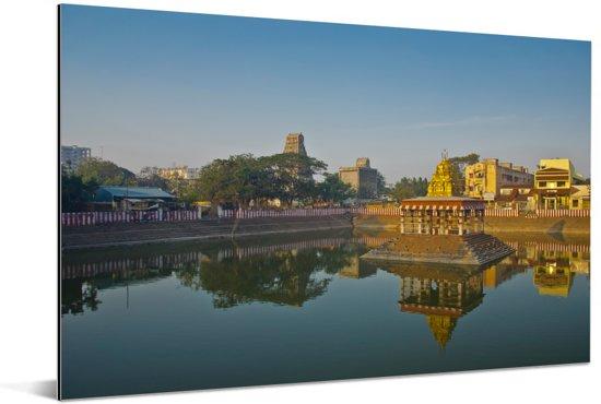 Tempelvijver in de stad Chennai Aluminium 90x60 cm - Foto print op Aluminium (metaal wanddecoratie)