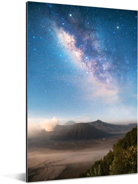 Kleurrijke melkweg zet zich boven de Bromo-vulkaan in Bromo Tengger Semeru Aluminium 40x60 cm - Foto print op Aluminium (metaal wanddecoratie)