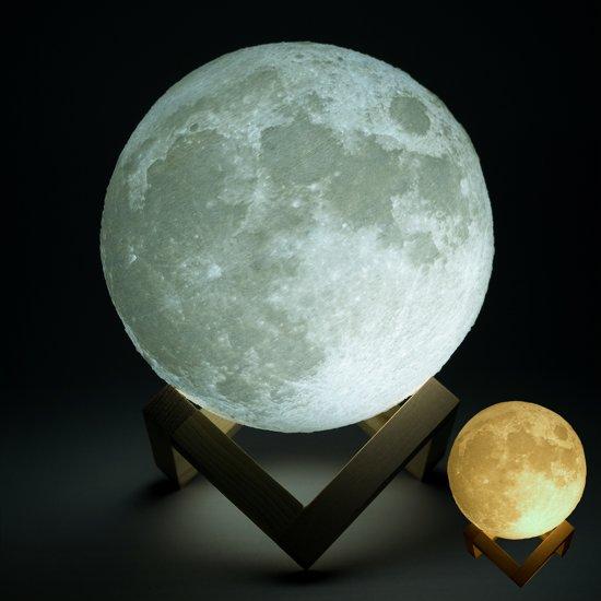 Gadgy® - Maan Lamp – 3D print Moon Lamp op houten standaard – USB Oplaadbare Maanlamp met 2 kleurstanden – Sfeerlamp - Leeslamp - LED Nachtlamp - 13 cm.