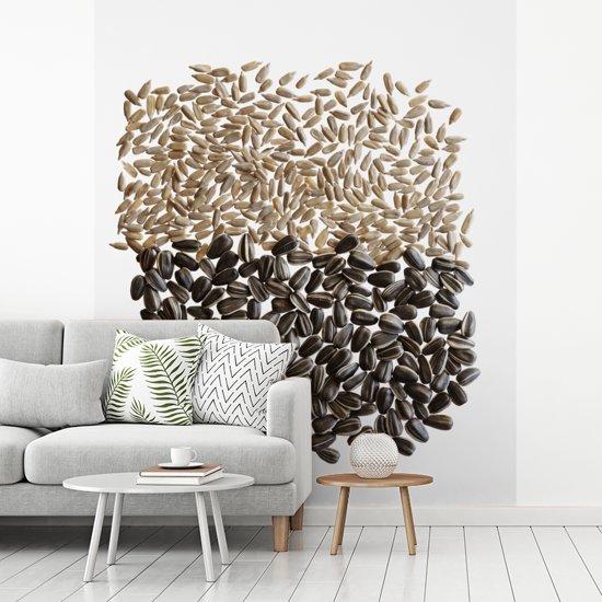 Fotobehang vinyl - Zonnebloempitten ongepeld en in de schil breedte 180 cm x hoogte 220 cm - Foto print op behang (in 7 formaten beschikbaar)