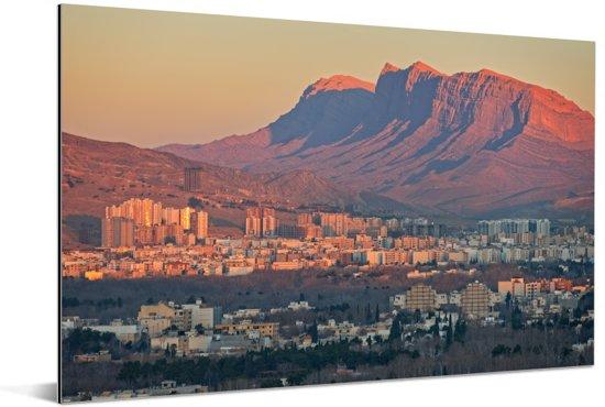 Zicht op de zonsopgang boven het Iraanse Shiraz Aluminium 180x120 cm - Foto print op Aluminium (metaal wanddecoratie) XXL / Groot formaat!