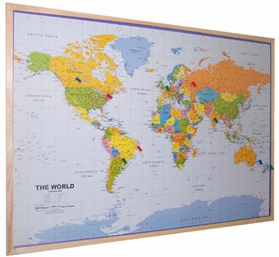 Kurk 24 - kurk prikbord wereldkaart - houten lijst - 90 x 60 cm.