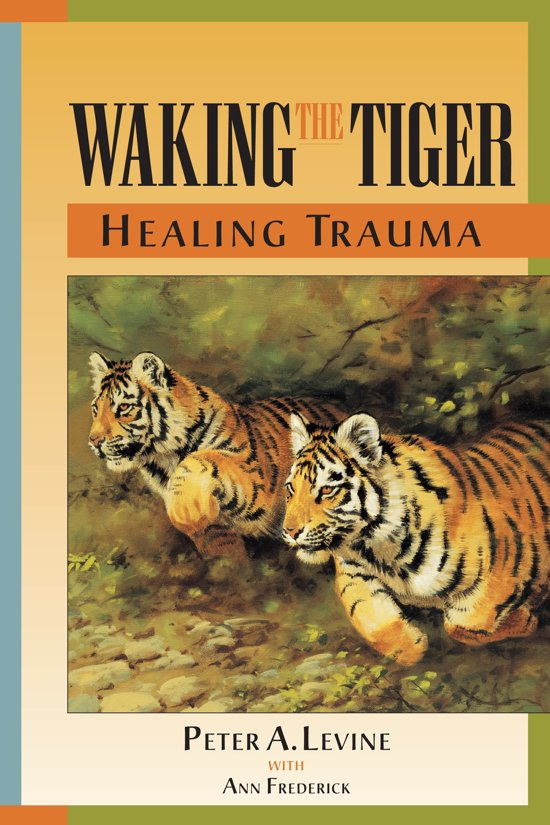 Boek cover Waking The Tiger van Peter A. Levine (Paperback)