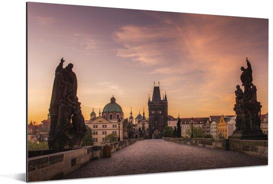 Roze lucht boven het Oude Stadsplein in Praag Aluminium 120x80 cm - Foto print op Aluminium (metaal wanddecoratie)