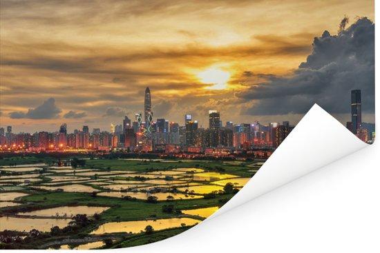 De skyline van Hongkong met op de voorgrond mooie rijstvelden Poster 30x20 cm - klein - Foto print op Poster (wanddecoratie woonkamer / slaapkamer)