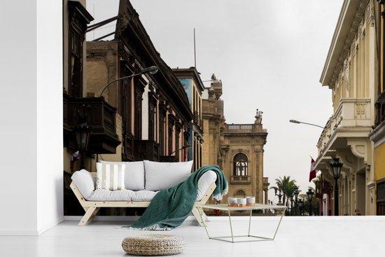 Fotobehang vinyl - Antieke architectuur in Lima breedte 540 cm x hoogte 360 cm - Foto print op behang (in 7 formaten beschikbaar)