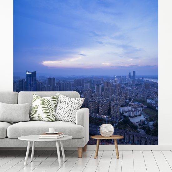 Fotobehang vinyl - De stad van Nanchang in de schemering in China breedte 220 cm x hoogte 220 cm - Foto print op behang (in 7 formaten beschikbaar)